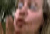 Blondine bei Kaviarspielen
