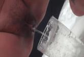 Schlampe muss Pisse trinken