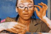 Messy Schlampe schmiert mit Kacke