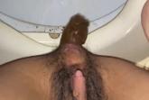 Haarige Arschfotze scheisst ins Klo
