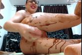 Messy Luder scheisst und masturbiert