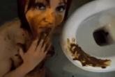 Scheisse aus Toilette fressen