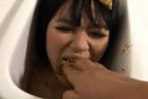 Asiatin ins Maul geschissen