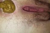 Milf mit haariger Arschfotze beim kacken