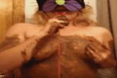 Messy Girl schmiert mit Scheisse