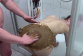 Geile Fotze beim Kaviarsex im Bad