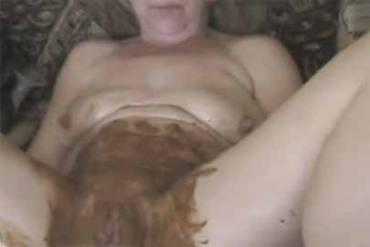 Alte Weiber scheissen im KV Pornofilm